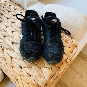 Nike Boys Shoes: Size 1.5Y